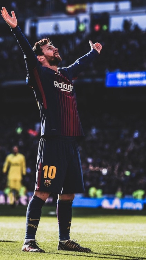 ba7c6836883 Lionel Messi standing celebration at the Bernabéu in Real Madrid 0-3  Barcelona in 2017