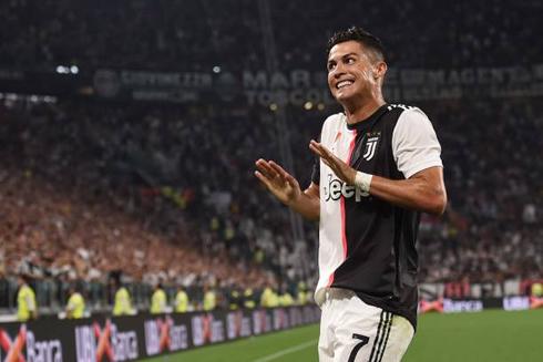 Juventus 4 3 Napoli Ronaldo Scores In A Crazy Game In Turin